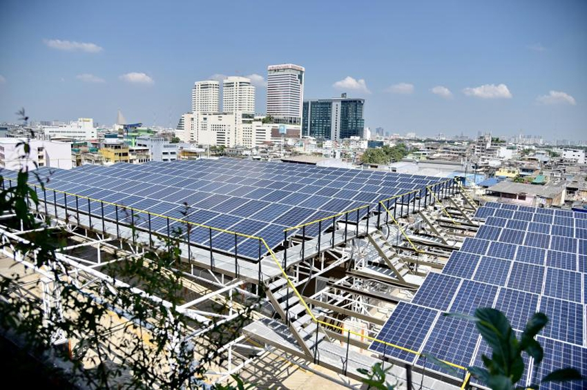 """พพ.ติดตั้ง """"โซลาร์รูฟท็อป"""" 75 กิโลวัตน์ บนหลังคาสำนักงาน โชว์เป็นแหล่งเรียนรู้บริหารจัดการพลังงานด้วยระบบกักเก็บพลังงาน"""