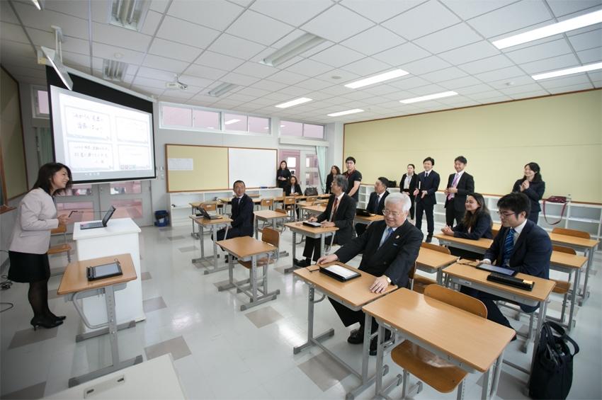 ฟูจิตสึเดินหน้าห้องเรียนอัจฉริยะส่งมอบแท็บเล็ตเพื่อการศึกษา Smart Classroom ให้โรงเรียนสมาคมไทย-ญี่ปุ่น ศรีราชา