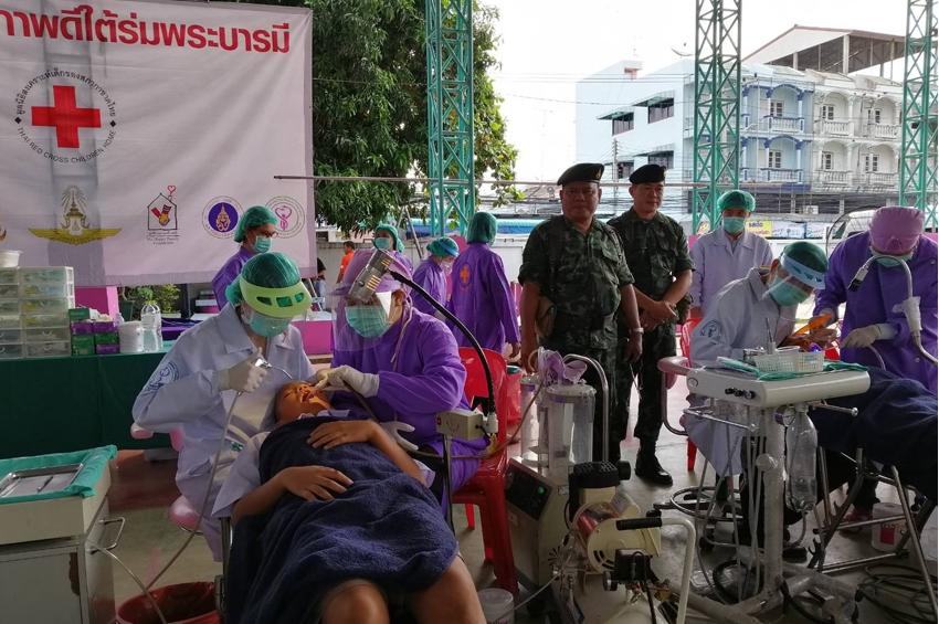 """""""สุขภาพดีใต้ร่มพระบารมี"""" หน่วยรถทันตกรรมเคลื่อนที่ฯ ดูแลสุขภาพฟันเด็กไทยในพื้นที่ห่างไกล"""