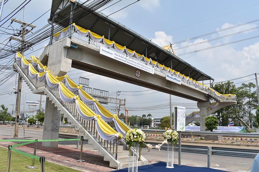 """พิธีส่งมอบ """"สะพานลอยคนเดินข้าม"""" โรบินสันไลฟ์สไตล์ ลพบุรี มูลค่ากว่า 3 ล้านบาท"""