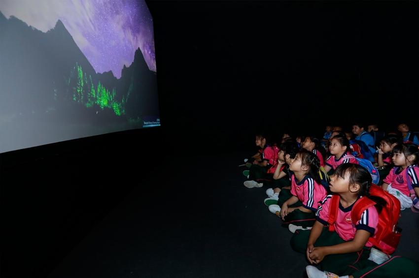 """อพวช. ต้อนรับปิดเทอมชวนเปิดโลกภาพถ่ายและภาพยนตร์ดาราศาสตร์ ในนิทรรศการ """"ดาวจรัสฟ้า"""" (STARRY SKY ILLUMINATION)"""