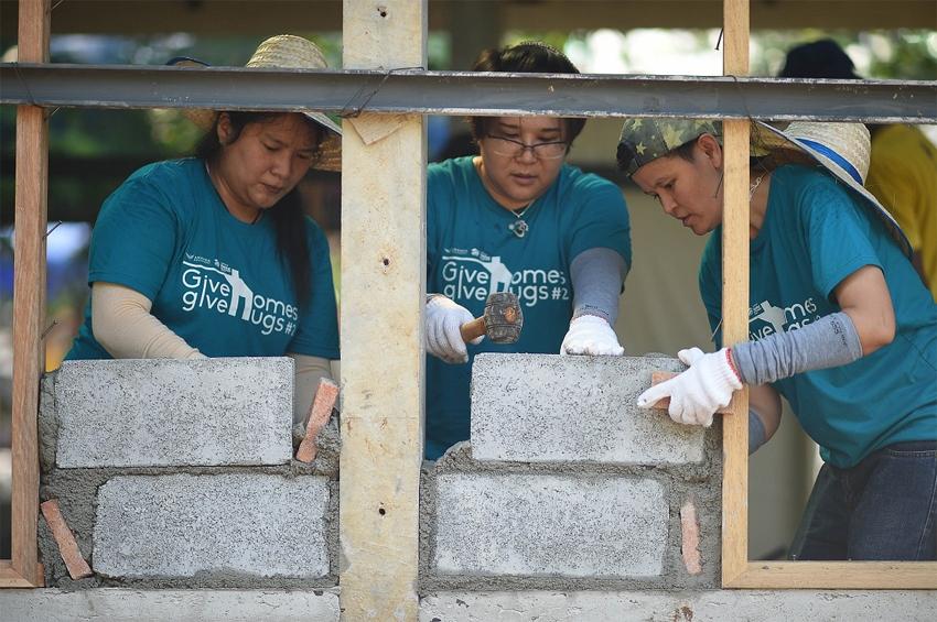 """อนันดาฯ จับมือ """"ฮาบิแทต"""" ตอบแทนสังคมต่อเนื่องผ่านโครงการ """"Give Homes Give Hugs ปีที่ 2"""" สร้างบ้านให้ผู้ด้อยโอกาส"""