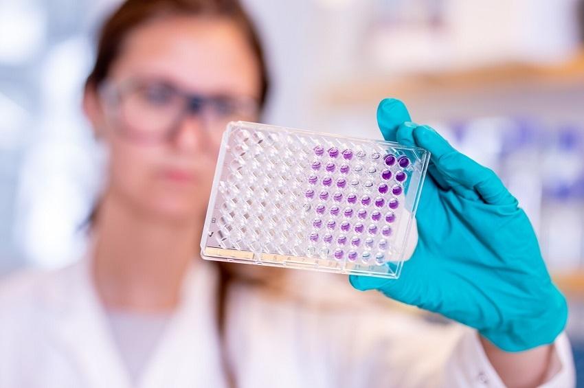 ผลทดลองระยะสามยันวัคซีน AstraZeneca ป้องกันติดเชื้อรุนแรงโควิด-19 ได้ 100%