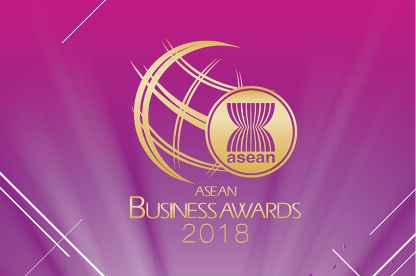 หทัยรัตน์ พั้วพันศรี ประธานบริษัทไฮแลนด์ ฟู้ดฯ รับรางวัลธุรกิจ SMEs ยอดเยี่ยมในงาน ASEAN Business Award 2018 ประเทศสิงคโปร์